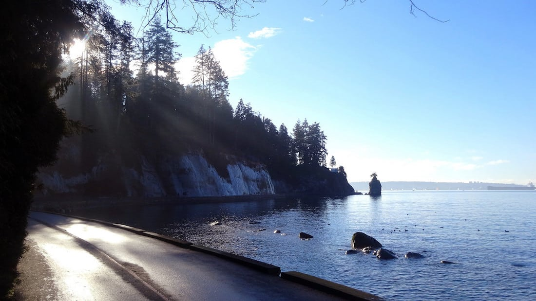 Stanley Park seawall by Leonardo Stabile via Flickr (CC BY SA, 2.0 License)