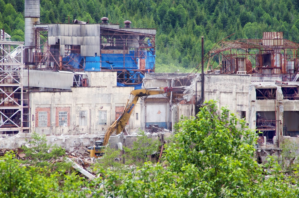 Ruins of the old pulp mill at Ocean Falls, BC, by Alan via Flickr (CC BY SA, 2.0 License)