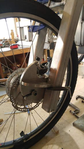 Front forc and disc brake of the cargo e-trike