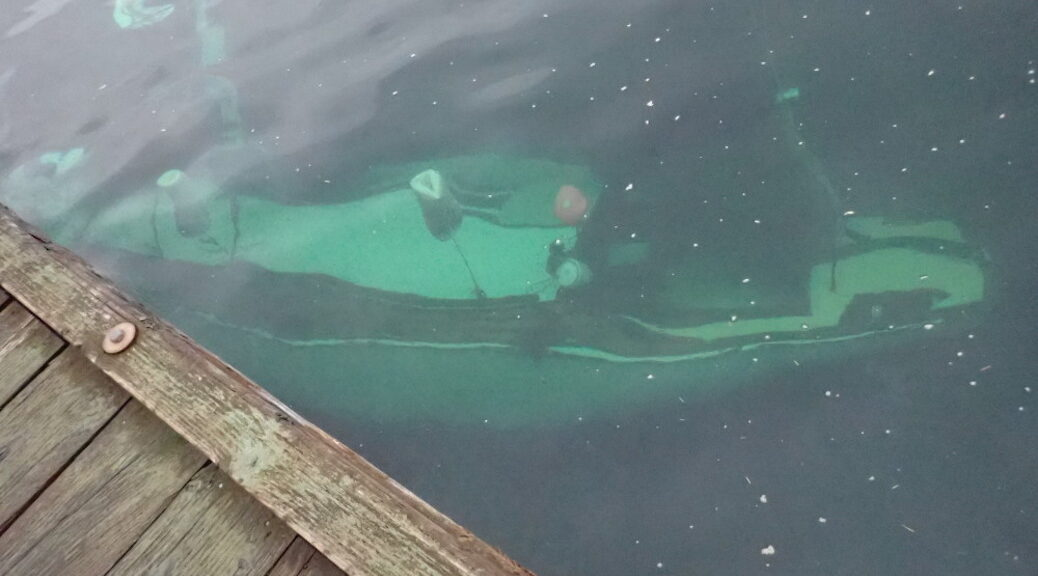 sailboat sinks in Gorge Harbour