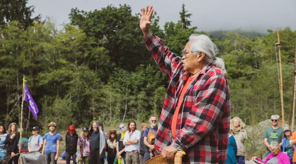 Pacheedaht elder Bill Jones addressing Fairy Creek defenders